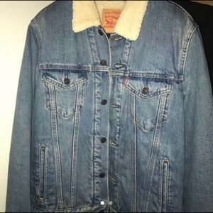 Levis Sherpa Size Small
